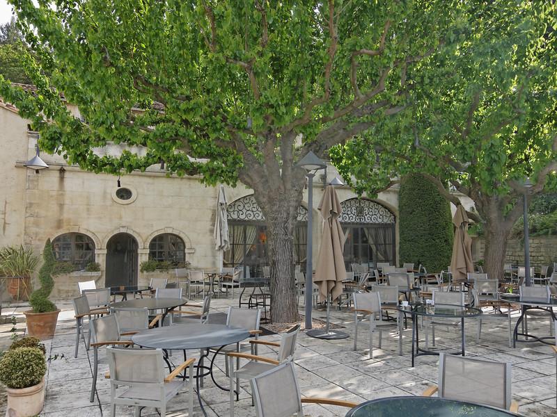 hotel ousteau de baumanière restaurant