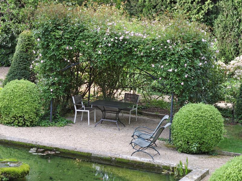 hotel ousteau de baumanière garden