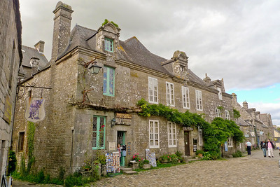 Granite homes of Locronan
