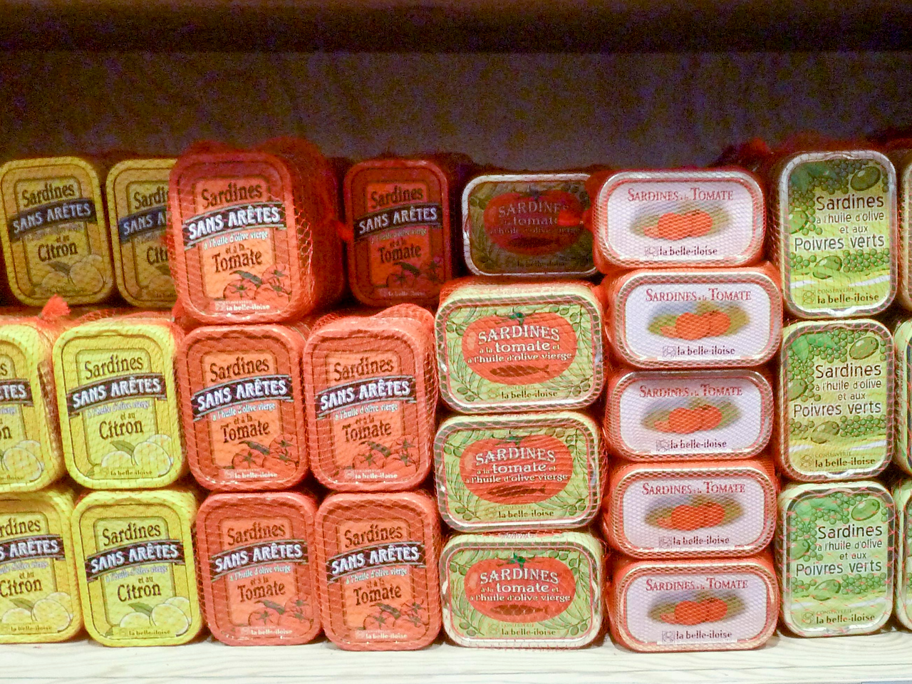 Canned sardines for sale in St. Malo