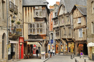 Dinan (Dinan) - Place des Merciers