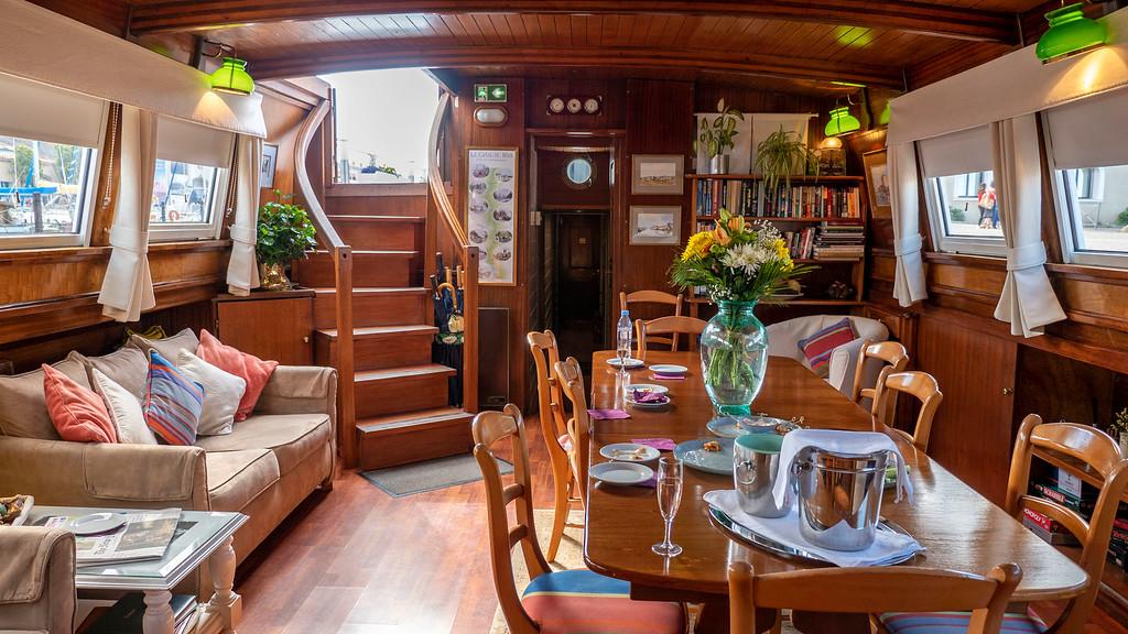 The saloon of the Athos du Midi cruise