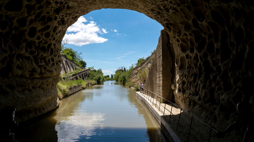 Navigating the bridges and tunnels of the Canal du Midi - boating holidays in France