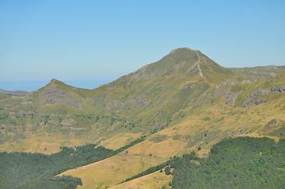 Au sommet du Puy Griou, vue sur le Puy Mary