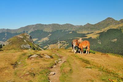 Puy Chavaroche et Puy Mary - Au premier plan, le Griounou (1.514m)