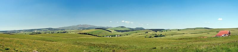 Regard vers le Puy de Dôme - Puy Chabane, Puy Gros, Puy de Sancy, Puy Ferrand, Puy de l'Angle, Puy de Monne, Puy Chambourguet, Puy de la Vaisse