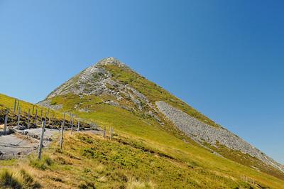 Puy Griou et chemin en fibre pour canaliser les ravinements