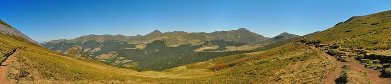 Puy Chavaroche, Roc des Ombres (1.633m), Puy Mary, Puy de Pérarche (1.806m), Puy Bataillouse (1.683m)