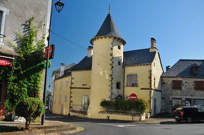 Saignes - Place de l'Eglise