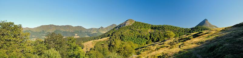Puy Chavaroche (1.739m), Puy Mary (1.783m), Puy de l'Usclade (1.498m), Puy Griou (1.690m)