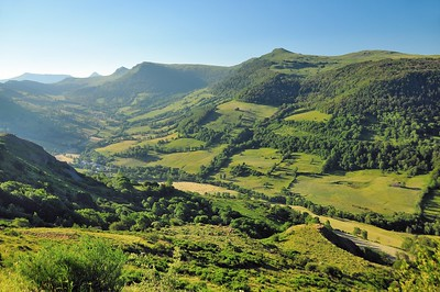 Dans la montée du col de Neronne - Puy de la Tourte, Puy Mary, Puy Chavaroche roc des Ombres, Puy Violent
