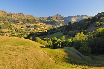 Dans la vallée de la Jordanne, vue sur le Puy Mary