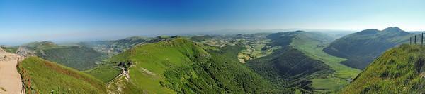 Au sommet du Puy Mary - Puy Violent, roc des Ombres, vallée du Mars, Puy de la Tourte, vallée de Cheylade, Puy de Niermont, vallée de Dienne, Puy de Peyre-Arse