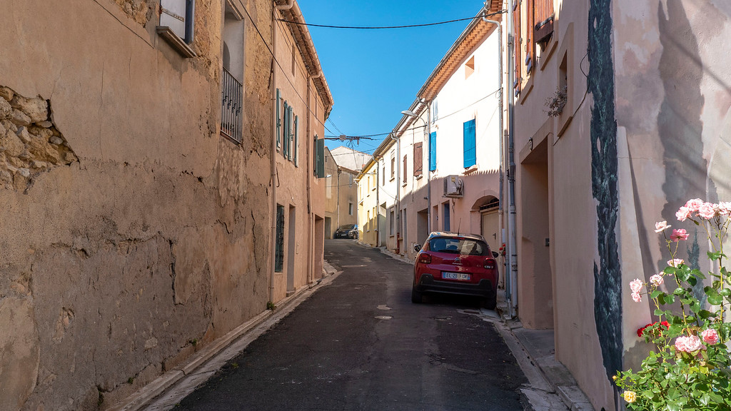 Narrow and adorable streets of Capestang France - Wander around the South of France