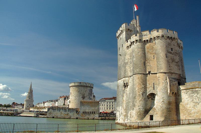 La Rochelle - Entrée du Vieux Port - Tour de la Lanterne, tour de la Chaîne et tour Saint-Nicolas