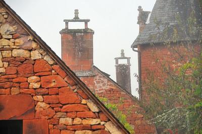 Collonges-la-Rouge - Cheminées de brume