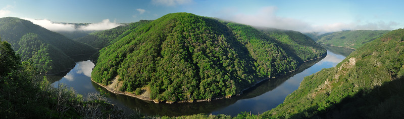 Belvédère de Gratte-Bruyère - Confluence de la Dordogne et de la Sumène (sur la rive opposée, c'est le Cantal)