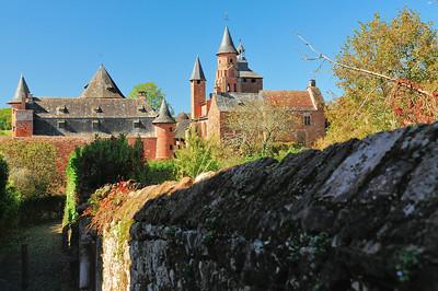 Collonges-la-Rouge - Rue de la Garde - Castel de Vassinhac et église Saint-Pierre