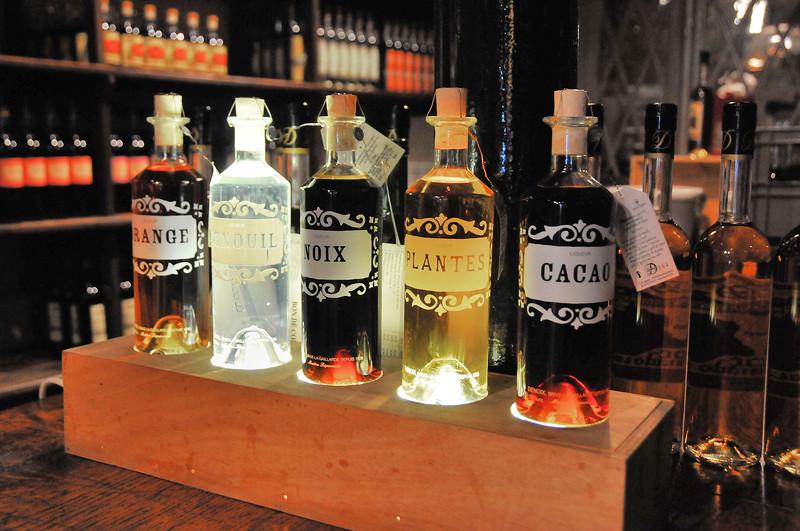 Brive-la-Gaillarde - Distillerie Denoix - Essences diverses