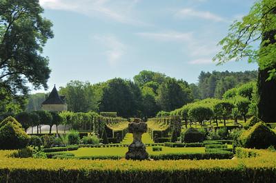 Jardins du manoir d'Eyrignac - Parterre à la Française et allée des Charmes