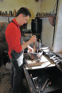 Fonderie de cloches de Labergement-Sainte-Marie - Préparation des moules de sable