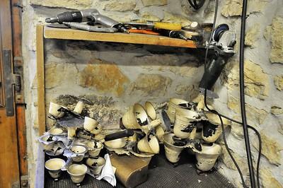 Fonderie de cloches de Labergement-Sainte-Marie - Cloches brutes démoulées Fonderie de cloches de Labergement-Sainte-Marie - Préparation des moules de sable