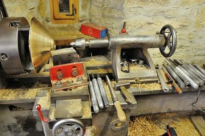 Fonderie de cloches de Labergement-Sainte-Marie - Tour pour le polissage et les finitions