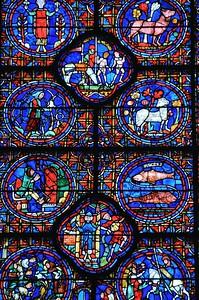 """Chartres - Cathédrale - Des vitraux nourris au """"bleu de Chartres"""""""