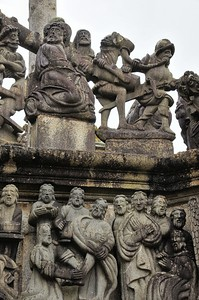 Enclos paroissial de Guimiliau (Gwimilio) - Calvaire de granite bleu sculpté