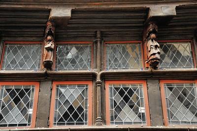Morlaix (Montroulez) - Délicates sculptures sur Grand Rue