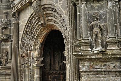Guimiliau (Gwimilio) - Porche de l'église Saint-Miliau