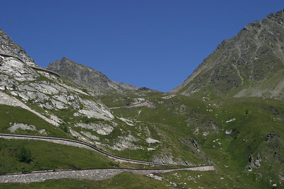 The road up to the top of the pass, from the Italian side.