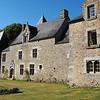 Le manoir Tréviantec près de Vannes (Bretagne) avec les propriétaires Le Guen.<br /> The Tréviantec manor house near Vannes (Brittany) with the Le Guen family owners.