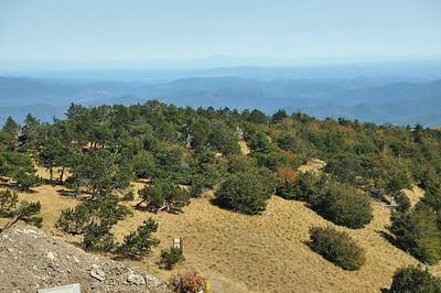 Mont Aigoual - Vue vers l'est, avec le mont Ventoux à l'horizon