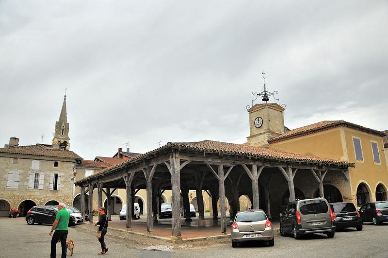 Saint-Clar - Place de la Mairie - La halle