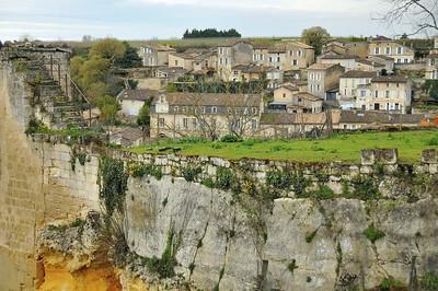 Saint-Emilion - Partie sud du village vue depuis la porte Brunet
