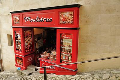 Saint-Emilion - Tertre de la Tente - Ici se vendent des macarons célèbres