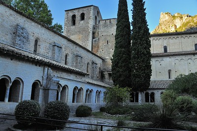 Saint-Guilhem-le-Désert - Cloître de l'abbaye de Gellone
