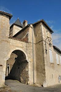 Saint-Bertrand-de-Comminges - Une des portes du village
