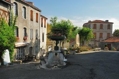 Saint-Bertrand-de-Comminges - Place Basilique