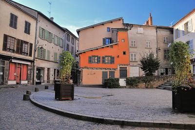 Brioude - Place Saint-Julien - Maison à encorbellement du XVe siècle