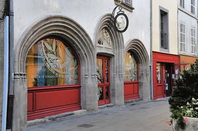 Brioude - Rue du 4 Septembre - Hôtel de la Dentelle, ancienne demeure des comtes de Brioude