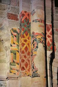 Brioude - Piliers de la basilique Saint-Julien et fresques décoratives