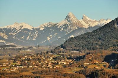 Pic Borée, roc de Rianda, dent d'Oche et Roc du Château d'Oche - Village de La Vernaz