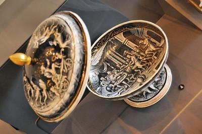Limoges - Musée des Beaux-Arts - Emaux de Limoges, fond de coupe couverte représentant le festin de Didon et Enée (Pierre Reymond - vers 1555)