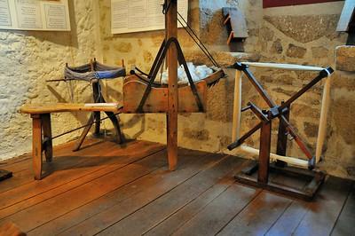 """Montrol-Sénard - Musée """"Nostalgie rurale"""" - Dévidoir horizontal, carde à laine et dévidoir vertical"""