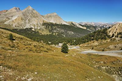 Paysage du col d'Izoard avec le Grand et le Petit Peygu