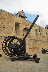 Château de Mauvezin - Grue pour lever les pierres de taille