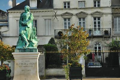 Loches - Statue d'Alfred de Vigny, natif de la ville