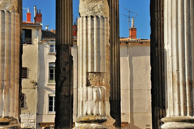Vienne - Place Charles de Gaulle et temple d'Auguste et de Livie